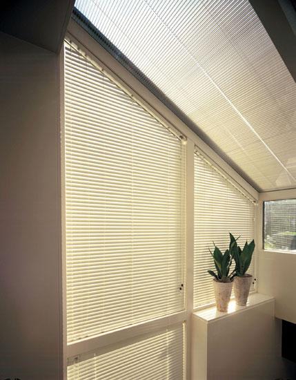 jalousien schrge dachfenster schrage fenster abdunkeln full size of zimmer verdunkeln ohne. Black Bedroom Furniture Sets. Home Design Ideas